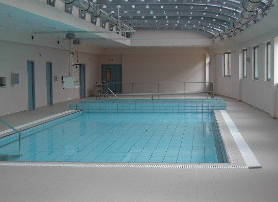 Movable Swimming Pool Floors For Rehabilitation Pools Ewac Medical