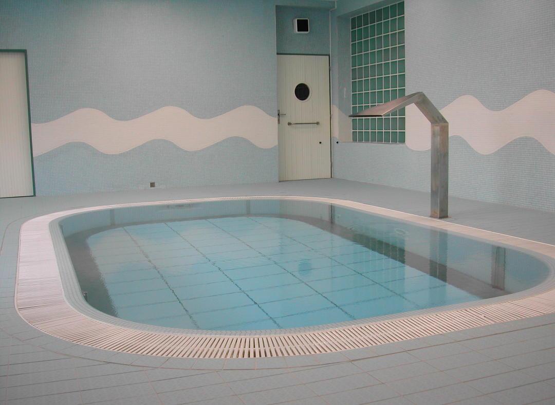 Swimming Pool Floor : Movable swimming pool floors for rehabilitation pools