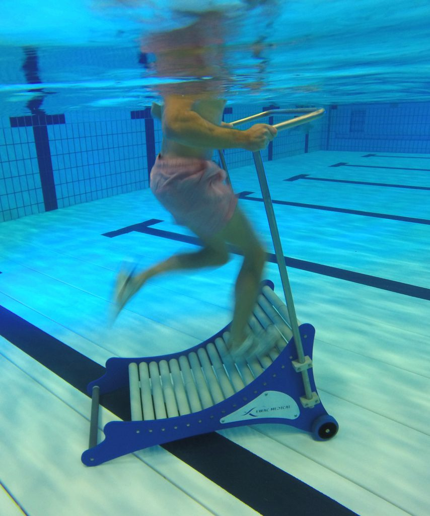 Pooltrack Curve in action under water